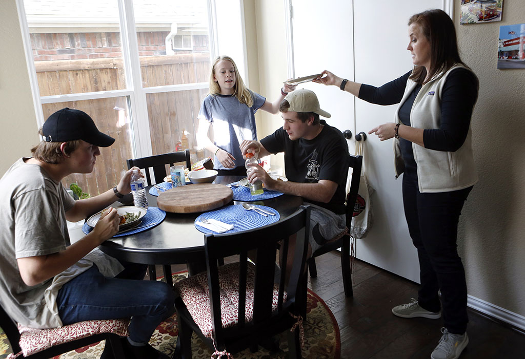 Jerry Harris, right, has dinner with his sister, mother and friend, left, at his home in Coppell. Photo/Lara Solt