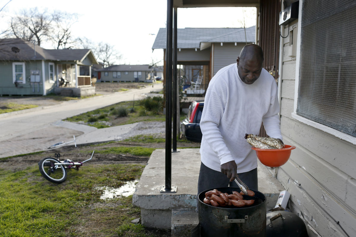 Marcus Williams grills food outside his home in Jubilee Park in Dallas. Photo/Lara Solt