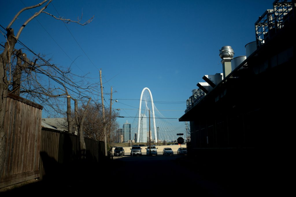 A view of the Margaret Hunt Hill bridge from a West Dallas neighborhood. Photo/Allison V. Smith