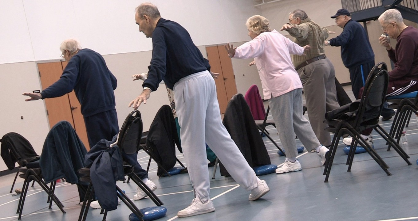 elderly_exercising