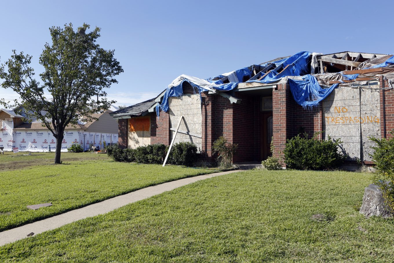 Homes across the street from Alfredo and Anthony Fowler-Rainone in Rowlett. Photo/Lara Solt